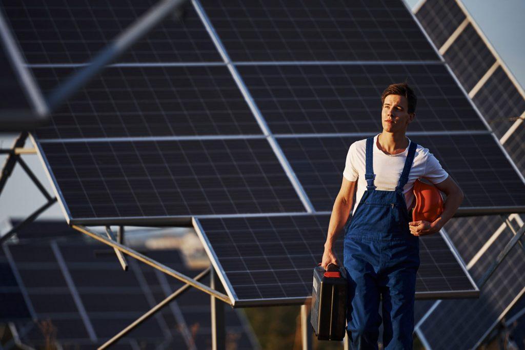 Instalando-paneles-fotovoltaicos-en-red